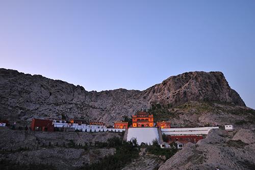 满巴拉僧庙