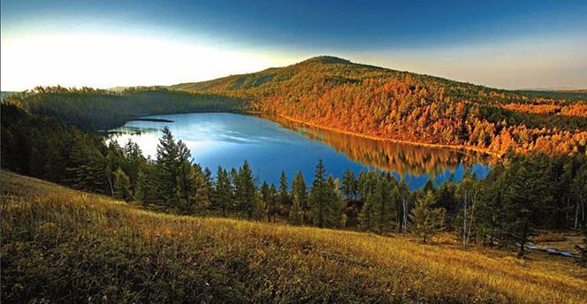 阿尔山国家森林公园还具有独特的北国风光,其矿泉资源得天独厚,世属